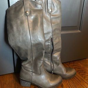 Rampage Size 6 Gray Boots with Zipper
